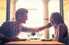 10 Alasan pasangan yang suka makan bareng bakal langgeng, cieee