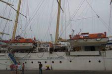 Pertama kalinya kapal pesiar layar tinggi berlabuh di Indonesia