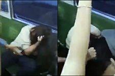 Berebut duduk di KRL, dua wanita jambak-jambakan