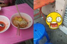 Makan di pinggir jalan, wanita ini ketakutan saat melihat bawah meja