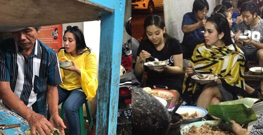 Nggak selalu resto mewah, 7 seleb ini enjoy makan di pinggir jalan