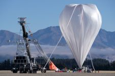 Balon raksasa NASA diluncurkan, gunanya untuk apa ya?