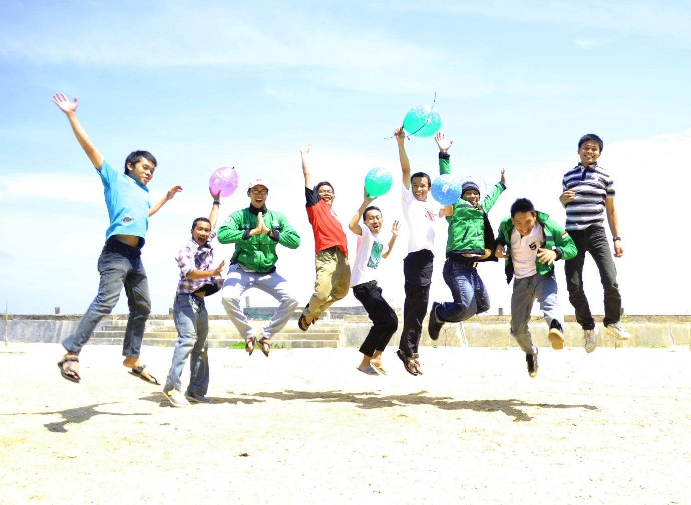 5 Fakta mengejutkan anak muda Indonesia, paling bahagia di dunia lho