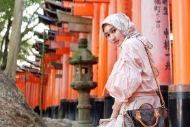 Begini tips Dian Pelangi buat hijaber supaya stylish saat traveling