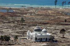 10 Bangunan ini tetap kokoh ketika bencana besar, Indonesia juga punya