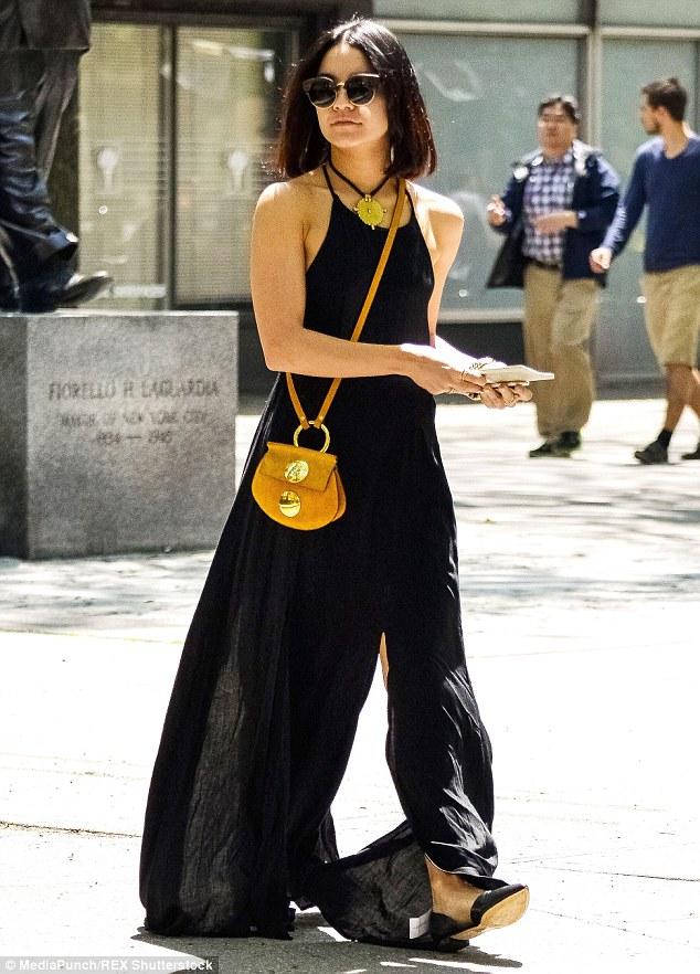 12 Street Style Kece Ala Vanessa Hudgens Mulai Dari Edgy Hingga Boho