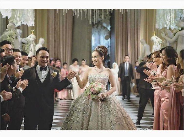 4 Pasangan artis ini nge-dance di hari pernikahan, seru abis