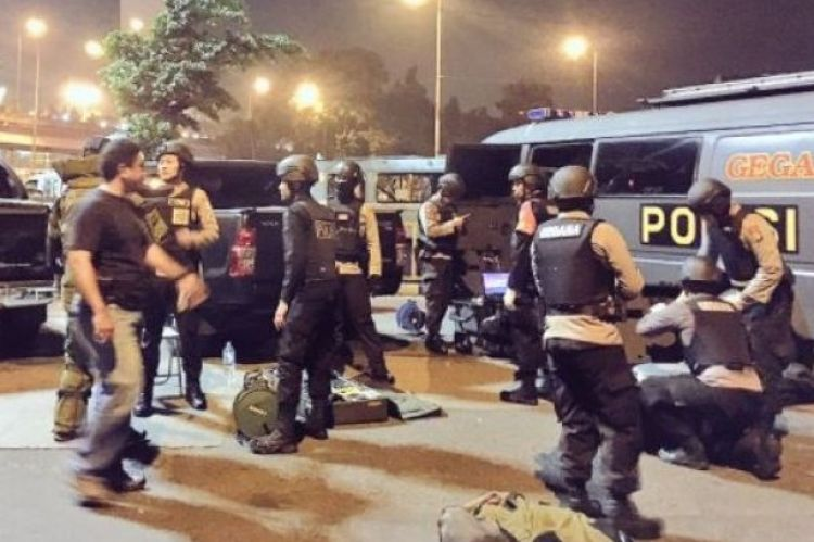 Polisi ringkus 3 terduga pelaku bom Kampung Melayu di Bandung