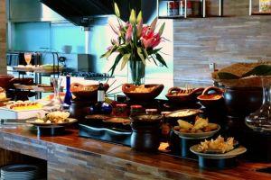 Yuk buka puasa di hotel ini, banyak menu lezat yang menggugah selera