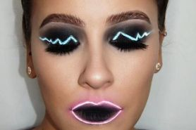 Tak cuma lampu, tren makeup neon ini bikin heboh & viral di Instagram