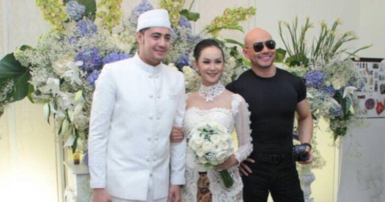 Bukti tetap akur, 5 seleb ini tak canggung hadiri pernikahan mantan