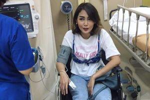 Outfit Fenita Arie saat perawatan akibat keseleo ini jadi sorotan