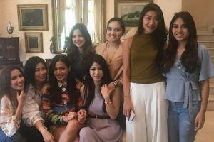 Foto bareng Girl Squad, Aurel Hermansyah jadi bulan-bulanan netizen