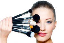 8 Benda ini digunakan untuk makeup, ada yang pakai alat kelamin pria