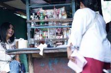 Santai makan di warung tepi jalan, kata-kata Yuni Shara ini menyentuh