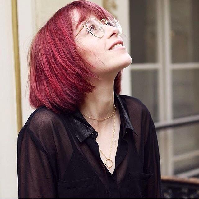 10 Inspirasi Burgundy Hair Tren Pewarnaan Ini Cocok Untuk Semua