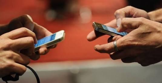 Ini efek ngeri dari terlalu sering melakukan chatting di smartphone