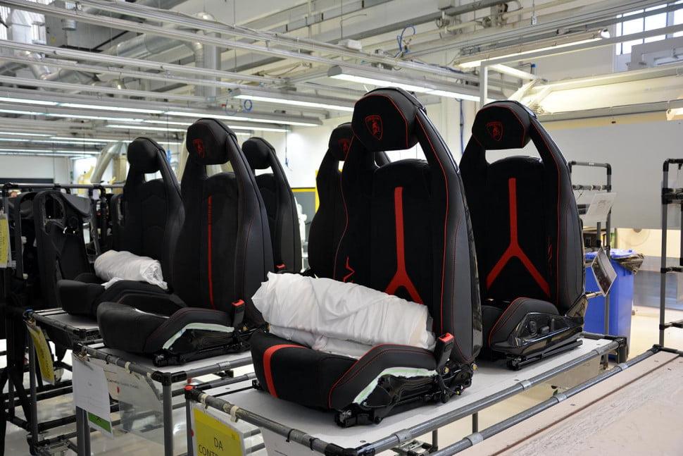 15 Foto di balik proses pembuatan mobil Lamborghini