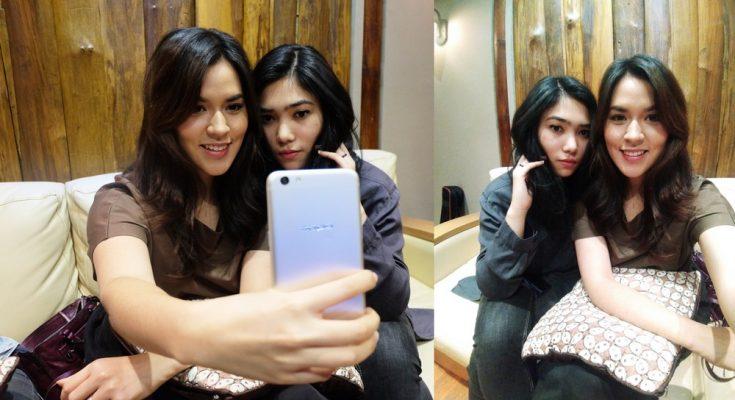 9 Trik mudah biar kamu fotogenik pas selfie rame-rame