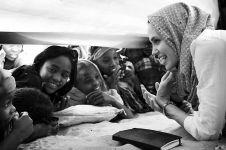8 Momen aksi sosial ini tunjukkan Angelina Jolie peduli sesama, salut