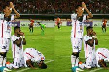 Foto selebrasi tiga pemain Bali United ini bukti keberagaman itu indah