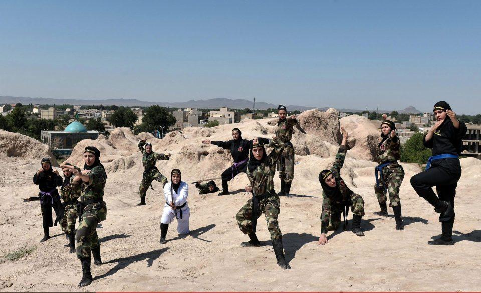Cantik dan tangguh, 15 foto ninja cewek asal Iran ini bikin kamu keder