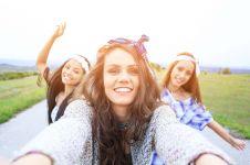 10 Momen fail saat selfie rame-rame ini kocak, bikin ngakak