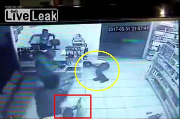 Apesnya perampok ini, niat menjarah toko isinya malah orang bersenjata