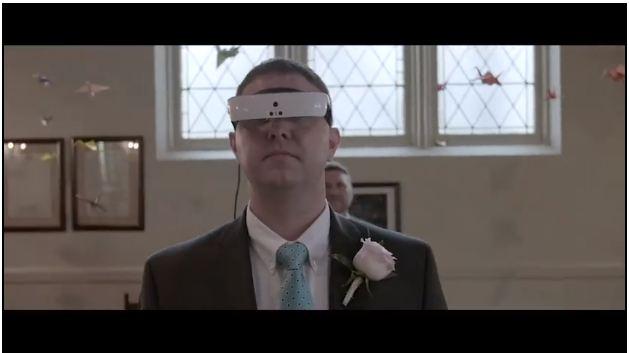 Alat ini bikin pria buta yang 15 tahun menikah bisa melihat istrinya