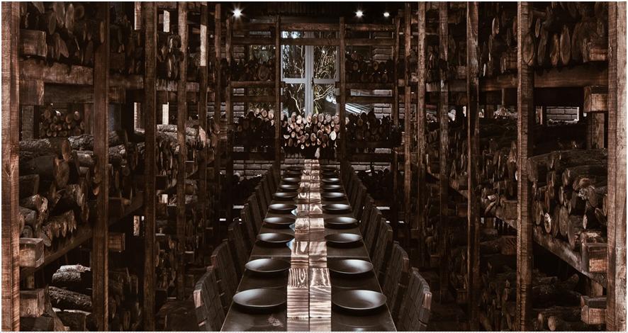 Jumlah kayu bulat yang dipakai restoran bertema desa bikin tercengang