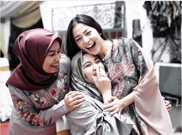 Ramadan, ini inspirasi 8 seleb cantik lebih santun saat pakai kaftan