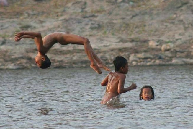 9 Foto di Bengawan Solo ini tunjukkan keseharian warga pinggir sungai