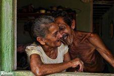 12 Potret kemesraan lansia ini buktikan cinta tak kenal kedaluwarsa