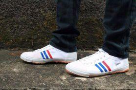 5 Tren sepatu anak muda Indonesia, dari kungfu sampai sneakers