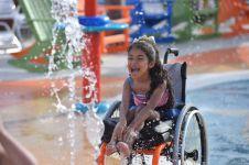 Pertama dibangun, taman bermain air ini ramah bagi anak difabel