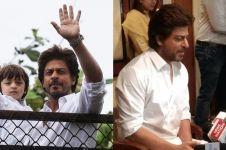 5 Foto Shah Rukh Khan sapa fans saat rayakan Lebaran di kediamannya