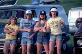 15 Foto ini buktikan pria tahun 70-an hobi pakai hotpants, semilir bro