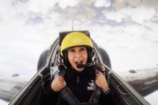 8 Foto Maia Estianty naik jet tempur di Prancis, nyalinya top banget!