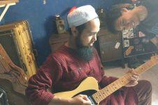 Ketika Salman Al Jugjawy silaturahmi ke rumah Eross, sempat ngejam lho
