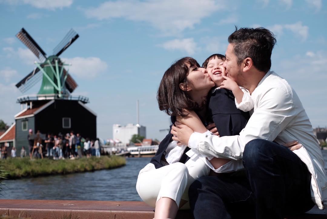 11 Momen seru liburan Gading Marten dan keluarga di Eropa