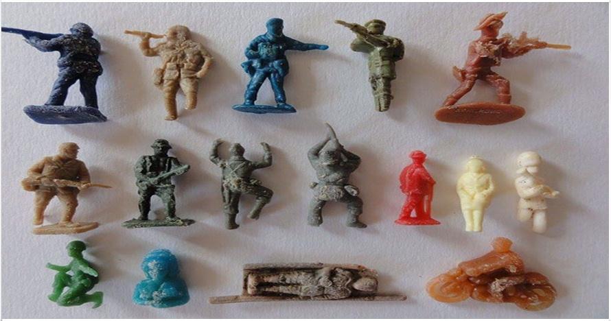 10 Foto mainan plastik ini tampak biasa, tapi cerita di baliknya bikin