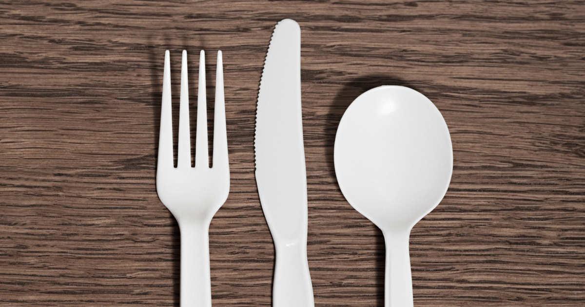 Jangan buang sendok plastikmu, ini 11 kegunaannya untuk berkebun