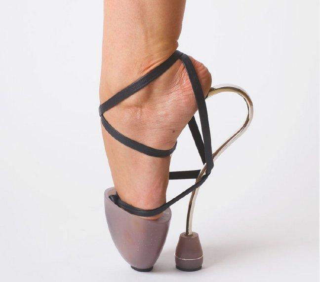 high heels nyeleneh © 2017 emgn.com