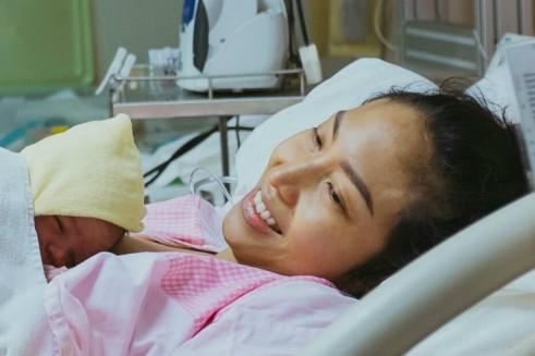 Ayu Dewi melahirkan bayi laki-laki, selamat ya!