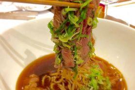 Ingin tahu menu yang asli Jepang? Kamu wajib datang ke restoran ini