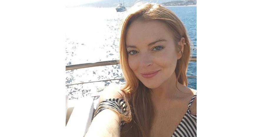 Tak hadiri pernikahan sang adik, Lindsay Lohan asyik liburan di Bali