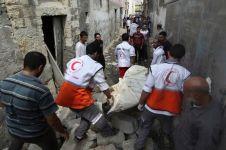 10 Potret aksi sukarelawan tim medis di daerah perang, heroik banget