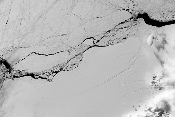 Gunung es raksasa di Antartika pecah, bahaya mengancam