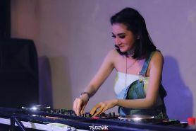 Alih profesi jadi DJ, begini 10 potret seksi Kiki Amalia saat manggung
