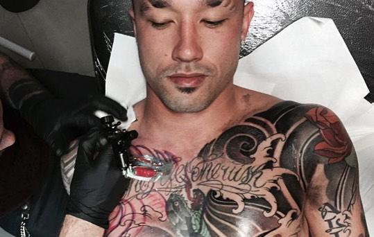 8 pemain bola dengan tubuh penuh tato garang tanpa kompromi
